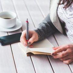 Terapia scrisului de mână sau de ce să revii la jurnalul tău intim