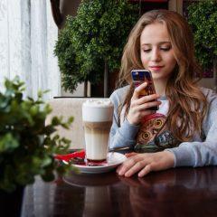 Verificăm telefonul de sute de ori pe zi. Cum ne scăpăm de acest viciu?